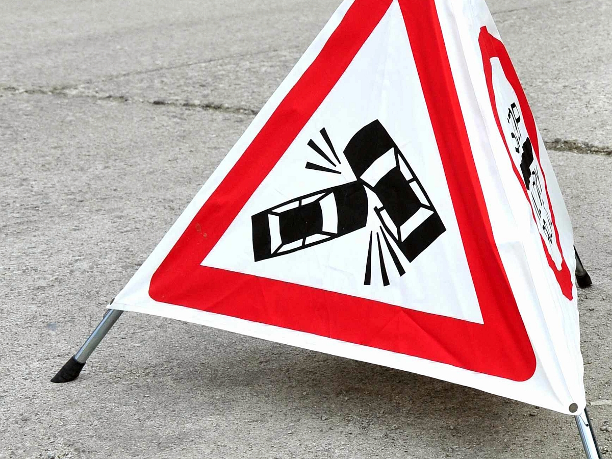Detajl  Tabla prometna nesreca vojasko podrocje vojaska policija opozorilna tabla