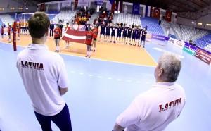 Novak kot drugi sodnik pred pričetkom tekme Nizozemska : Latvija
