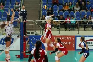 Eva Tomec med tekmo Švica : Poljska v vlogi 1. sodnice. Tekma se je končala s 3:2 za Poljakinje.