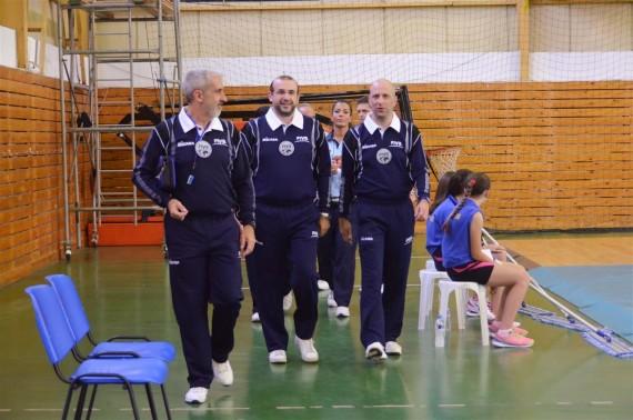 Sodniška delegacija na prvi polfinalni tekmi Grčija : Madžarska. Blaž Markelj prvi sodnik z desne. (foto: cev.lu)